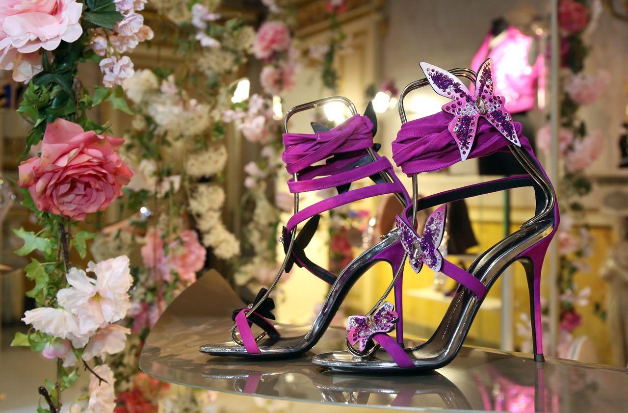 حذائك الجديد من زنوتي ..فراشه هذا الخريف