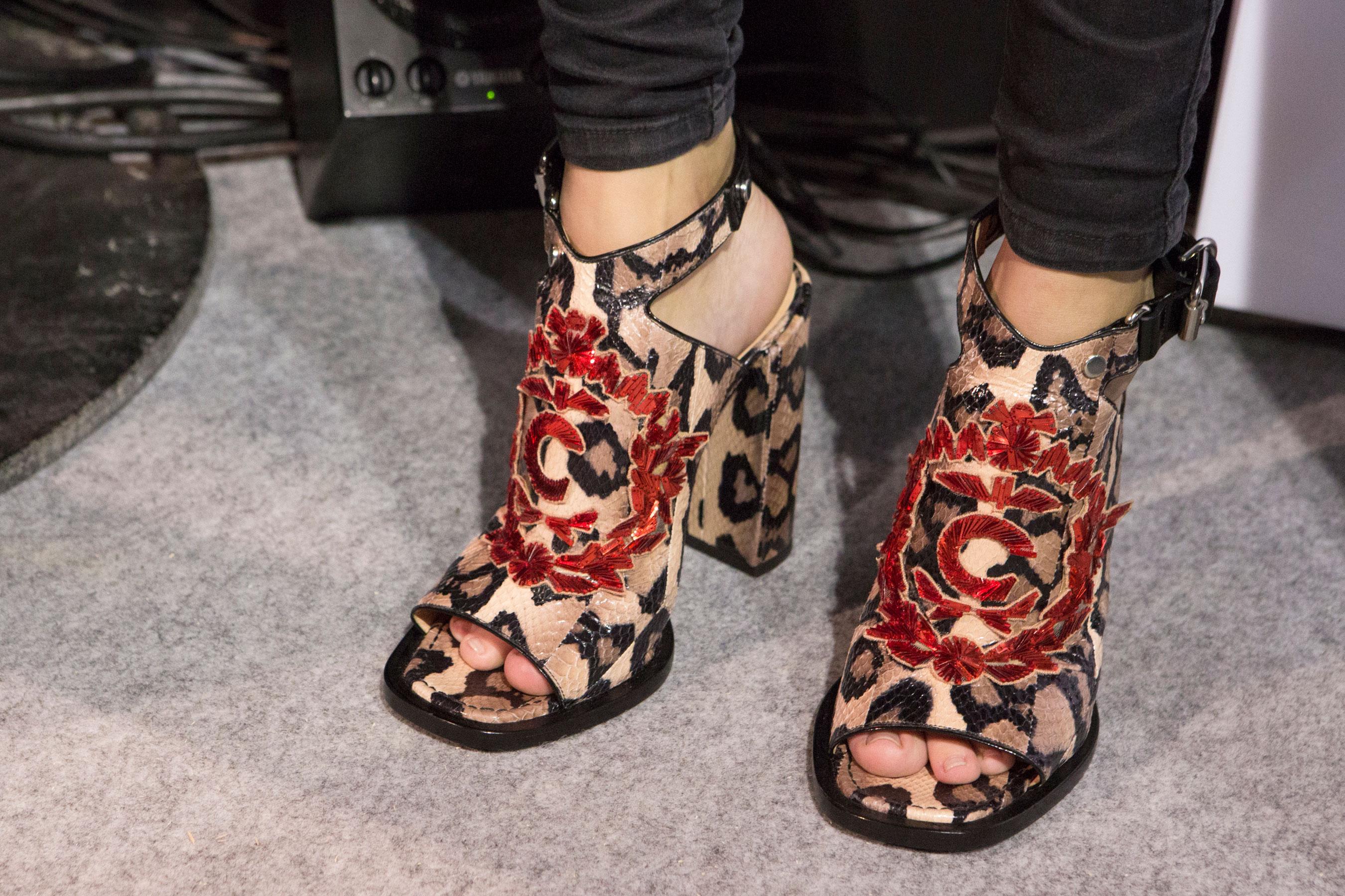 حذائك الجديد من أنا سلوى