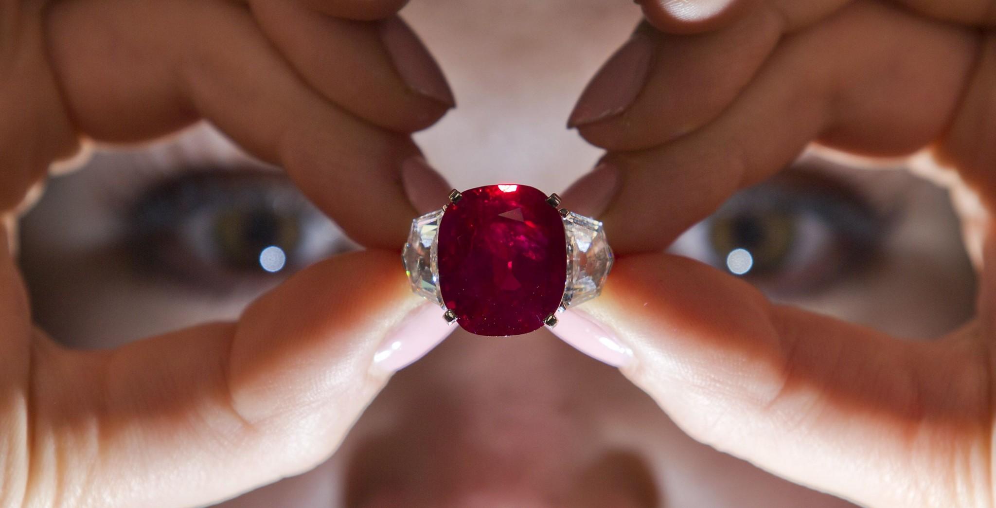 الحجر الكريم الأقوى حجر مواليد شهر تموز ، الروبي أو الياقوت