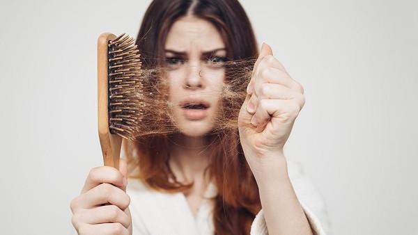 تساقط الشعر وطرق العلاج