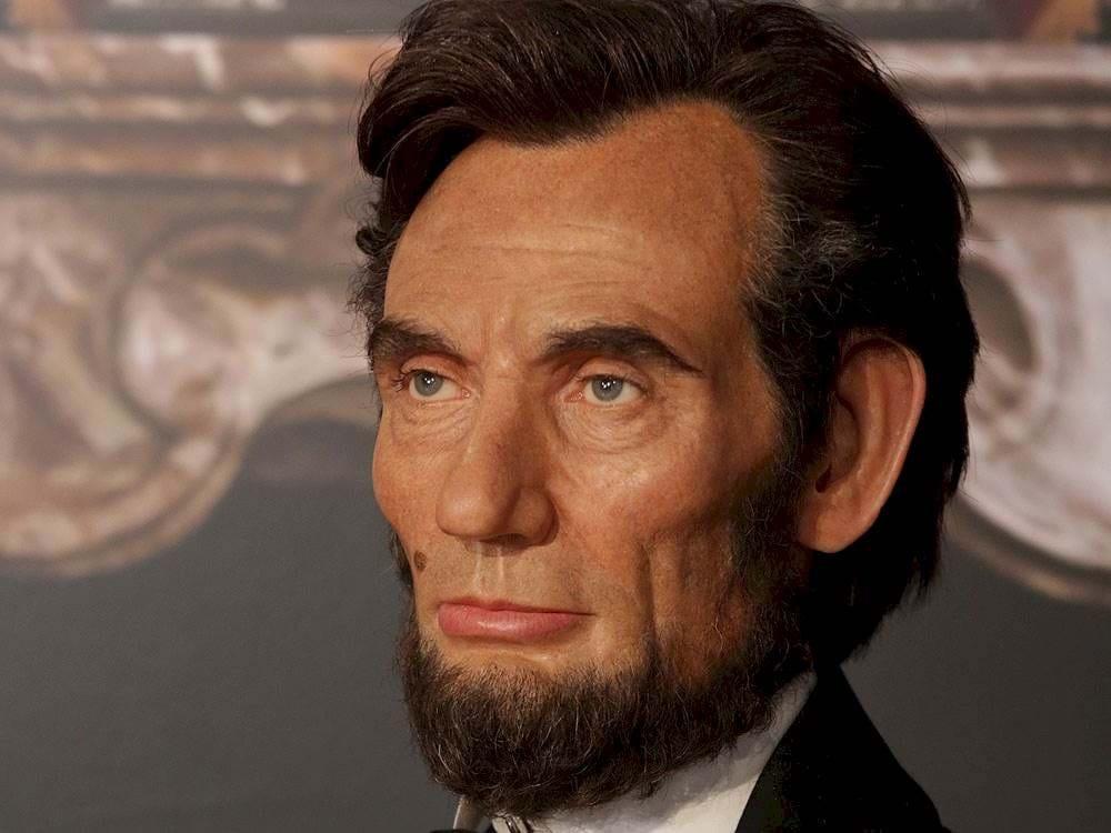 العرض المسرحي الذي انهى حياة لنكولين،، كيف تم اغتيال ابراهام لينكولن الرئيس الاميركي السابق؟