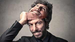 Two faced poorly behaved man 800x450 300x169 عشرة علامات تجعلك تكشف الكاذب