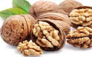 nuts500 300x186 أطعمة غذائية طبيعية للعضلات