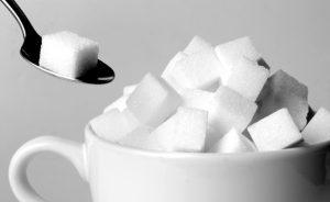 السكر 300x184 ما تتناوله من أطعمة يحد من فرص إصابتك بالسرطان