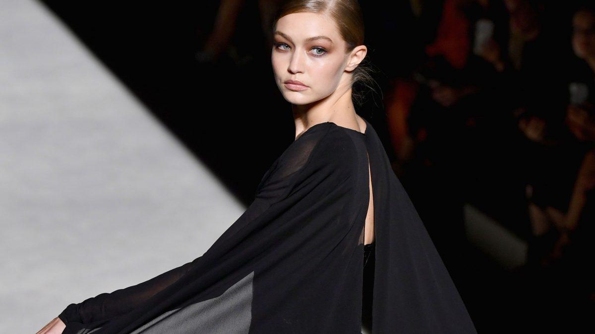 توم  فورد يفتتح اسبوع الموضة في نيويورك وجيجي حديد تتألق في العرض!!!