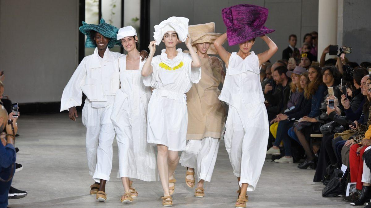 وداعا للأزياء الضيقة من باريس!!!