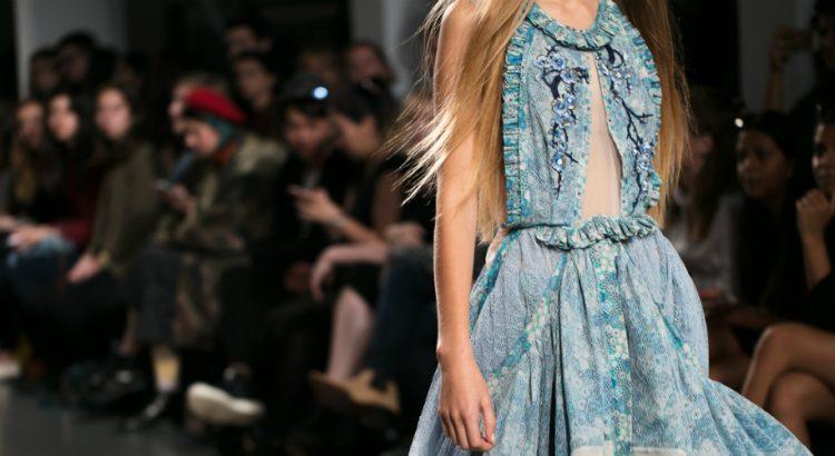 أجمل الفساتين من اسبوع الموضة في لندن،لاطلالة ساحرة!!