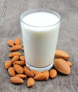 almond milk 255x300 فوائد تناول حليب الجمل