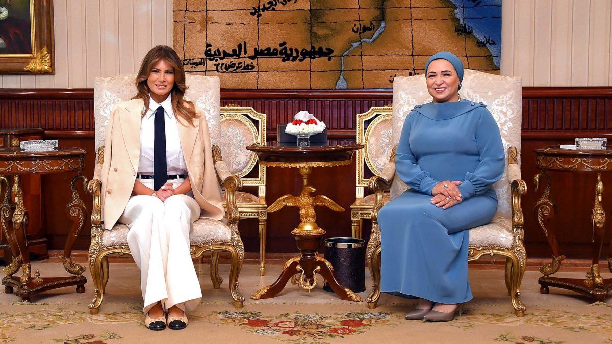 ميلانيا ترامب ترتدي البدلة الرجالية في مصر