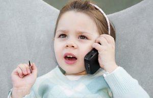 Phones for children 300x192 ما هي الأمور التي تهدد براءة الأطفال