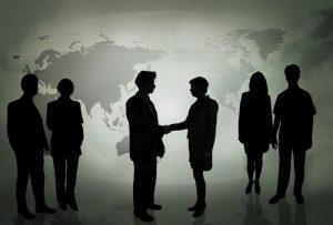 business people in front of a green map grayed out jpg 40556945430154612 300x203 ما هي الصفات التي يتمتع بها رجل الأعمال