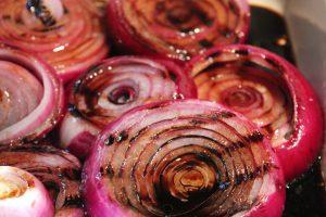 8354 grilled onions with vinegar 1 300x200 اشتروا البصل و كلوه مهما ارتفع ثمنه
