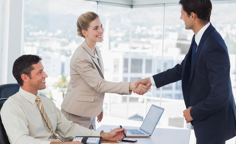 أخطاء تؤثر سلباً في مقابلة العمل
