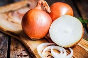 the health benefits of onions main image 700 350 300x197 اشتروا البصل و كلوه مهما ارتفع ثمنه