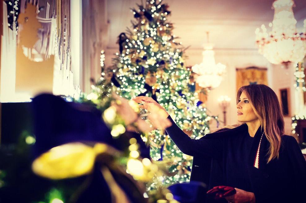 كيف اختارت ميلانيا ترامب زينة عيد الميلاد في البيت الابيض لعام 2018
