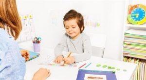 9998847428 300x166 العلاج بالفن Art Therapy للطفل التوحدي