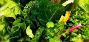 فوائد الخضروات الورقية 300x143 ارفع معدل هرمون السيروتونين لتكون سعيداً
