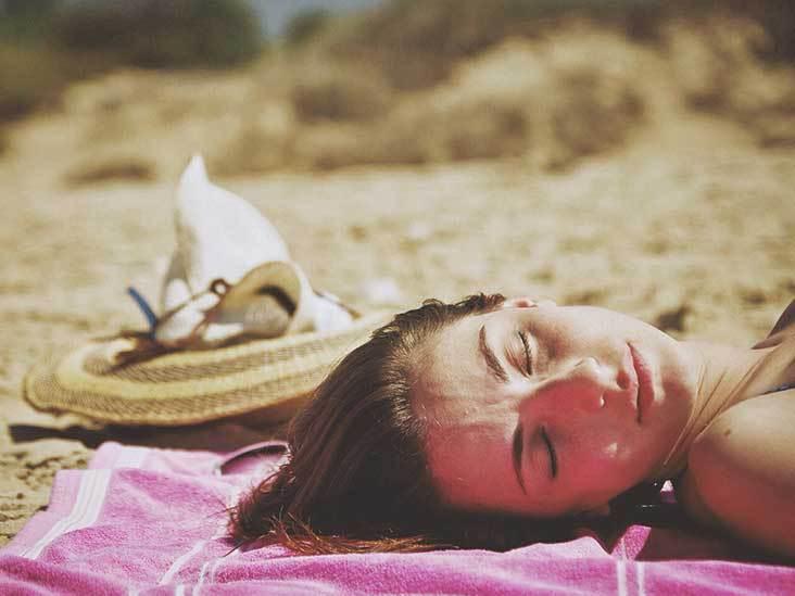 مخاطر التعرض لأشعة الشمس لفترة طويلة