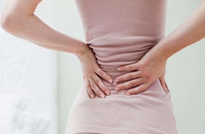 ما هي الحالات التي تستوجب استشارة طبيب سريعة عند الإصابة بألم أسفل الظهر