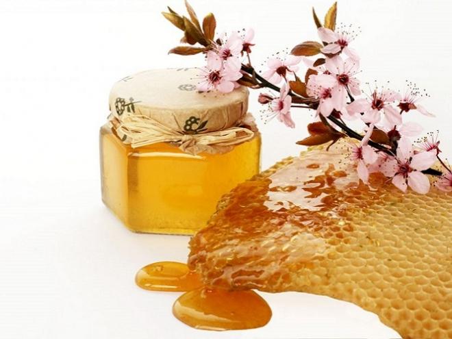 كيف تتحقق من نقاء العسل في المنزل؟