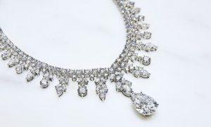 image004 1 300x180 غاغا تختار مئة قيراط من الماس لاطلالتها الأخيرة