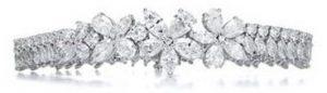 image006 1 300x86 غاغا تختار مئة قيراط من الماس لاطلالتها الأخيرة