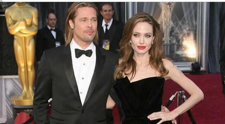 براد بيت و أنجلينا جولي عازبان بشكل رسمي