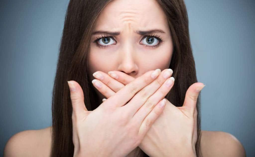 أفضل الطرق للتخلص من رائحة الفم الكريهة