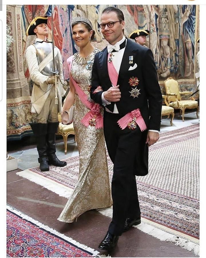 العائلة الملكية السويدية في مأدبة الدولة بمناسبة زيارة رئيس كوريا الجنوبية